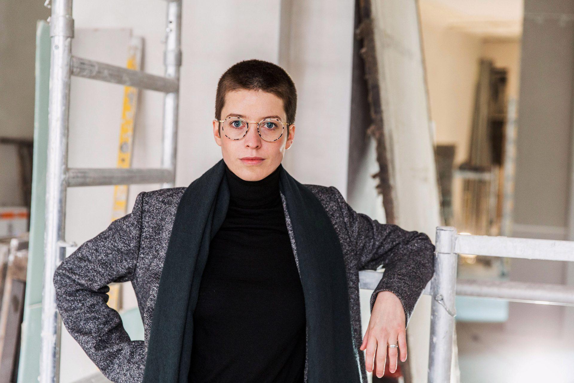 Emilia von Senger, auf der Baustelle in ihren zukünftigen Räumen einer Autor*innen Buchhandlung am Kottbusser Damm (Portraits)