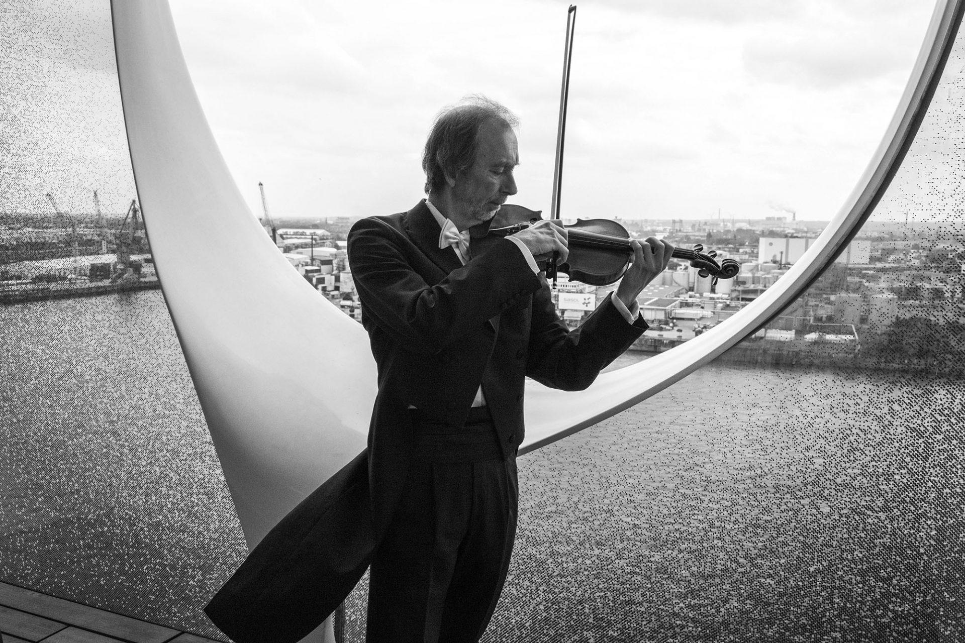 Die Deutsche Kammerphilharmonie Bremen in der Elbphilharmonie Hamburg mit Paavo Järvi und Christian Tetzlaff (In Tune – Variations on an Orchestra)