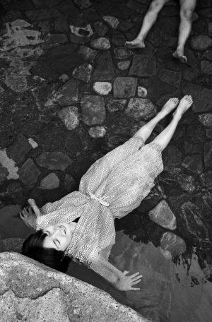 Sento, Frau mit Yukata im Becken eines japanischen Badehauses, Japan, Waschhaus, Ort der alltaeglichen Reinigung, heisse Quellen, heisse Becken, Entspannung 06/2005 Kansai (Sento – The Japanese Bathhouse)
